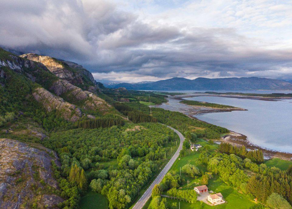 lofoty, fiord, góry, kawa w krzakach
