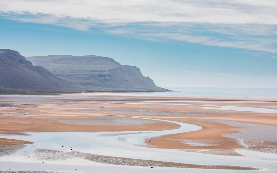 fiordy zachodnie - pomarańczowa plaża