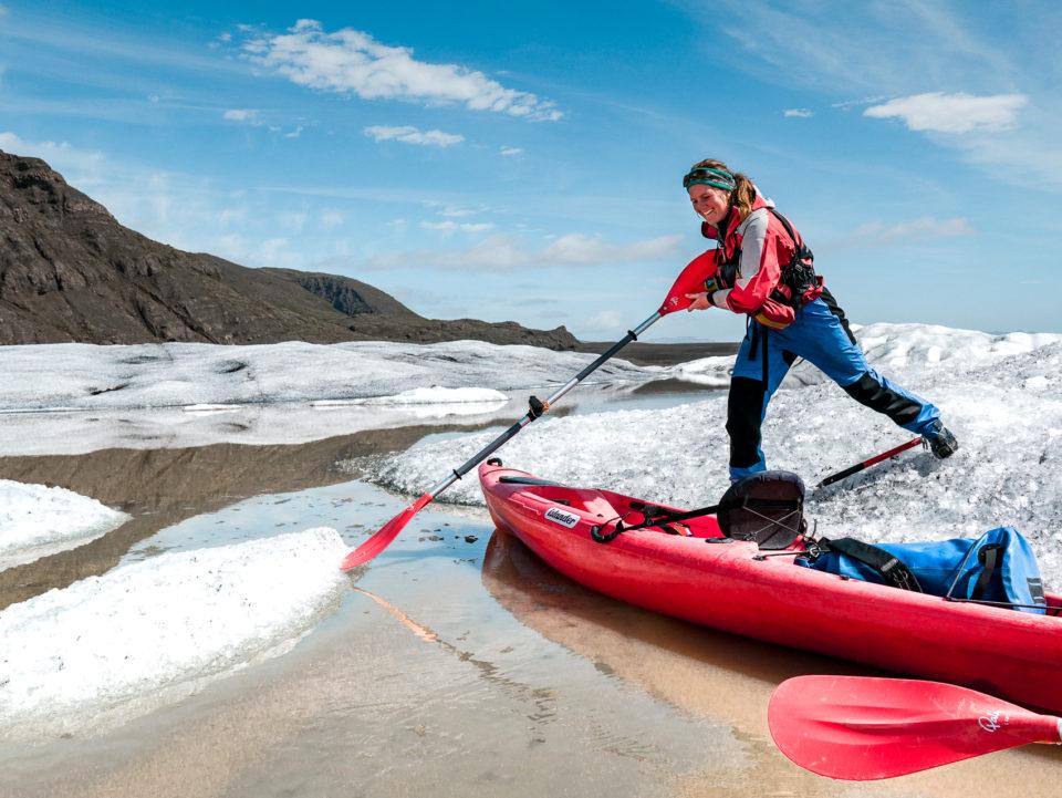 pływanie kajakiem pomiędzy góram lodowymi - południe Islandiii
